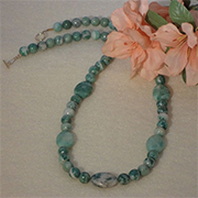 Oinghai Jade Gemstone Beaded Necklace