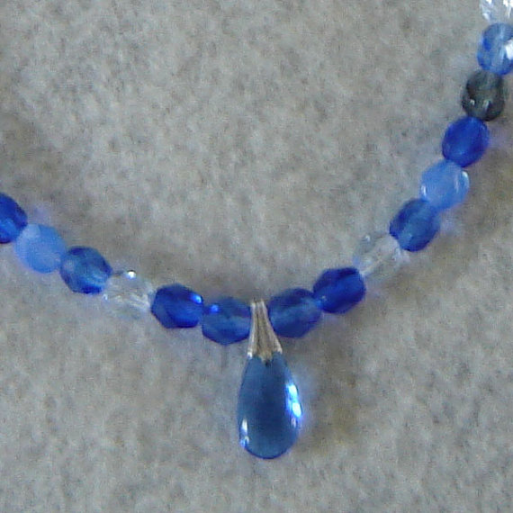 Shades Of Blue And Gray Gl Beaded Necklace With A Teardrop Pendant
