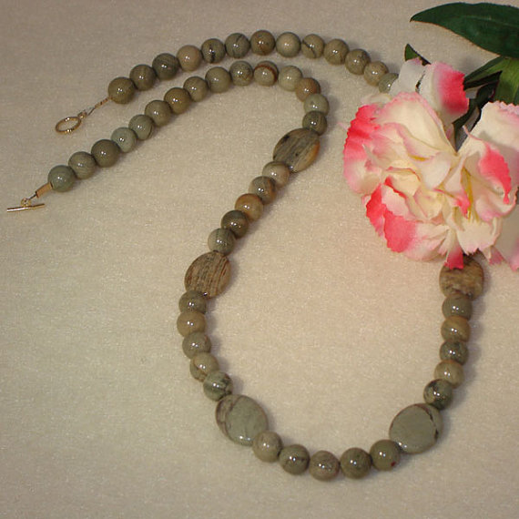 Silver Leaf Agate Gemstone Beaded Necklace