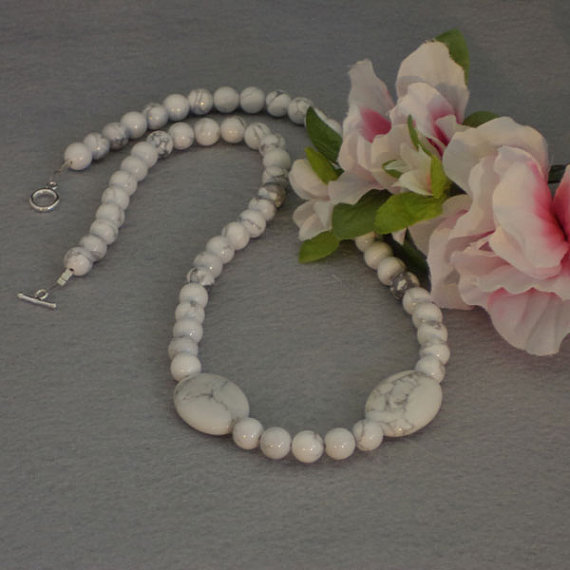 White Howlite Gemstone Beaded Necklace