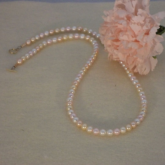 Swarovski Crystal Pearl Necklace of Pale Colors