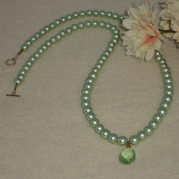 Mint Shell Pearl Necklace With Pendant