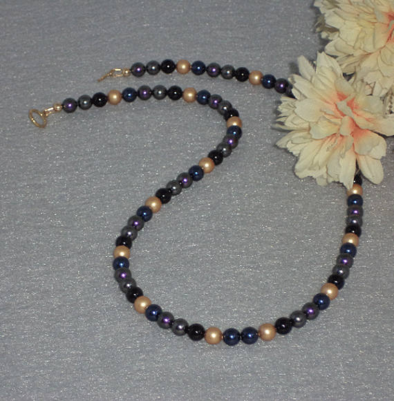 Swarovski Crystal Pearl Necklace With An Incredible Color Combination